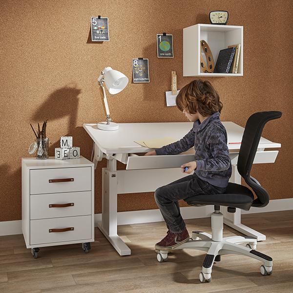 Skrivebord til børn: 5 smarte ting, du kan bruge det til